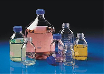 What are the main classifications of reagent bottles